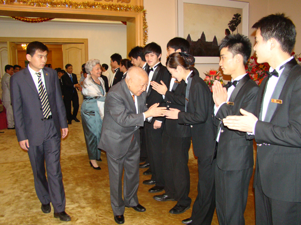 All/photo/Divers/AnniversairedeSMNorodomSihanouk/Decembre2010/id222/photo002.jpg