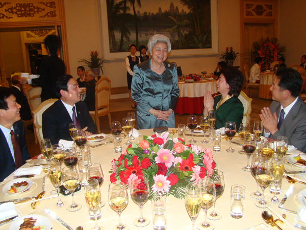 All/photo/Divers/AnniversairedeSMNorodomSihanouk/Decembre2010/id222/photo013.jpg