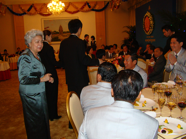 All/photo/Divers/AnniversairedeSMNorodomSihanouk/Decembre2010/id222/photo014.jpg