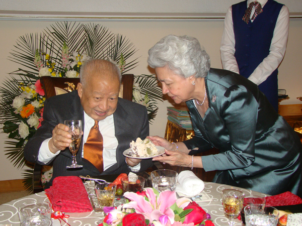All/photo/Divers/AnniversairedeSMNorodomSihanouk/Decembre2010/id222/photo015.jpg