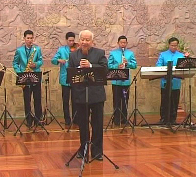 http://norodomsihanouk.info/All/singing/Image/Brise-de-Novembre.jpg