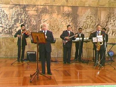 http://norodomsihanouk.info/All/singing/Image/Charmante-Apsara.jpg