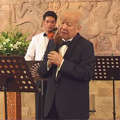 http://norodomsihanouk.info/All/singing/Image/Fleur-de-vietntiane.jpg